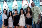 LOS ANGELES - AUG 8:  Kendall Jenner, Kourtney & Kim Kardashian, Kylie Jenner, Khloe Kardashian, & Lamar Odom arrive at the Teen Choice Awards at Gibson Ampitheater on August 8, 2010 in Los Angeles,CA