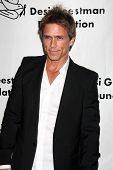 LOS ANGELES - 9 de outubro: Scott Reeves chega em benefício para o Desi