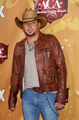 LAS VEGAS - DEC 6: Jason Aldean arrives at the 2010 American Country Awards at MGM Grand Garden Arena on December 6, 2010 in Las Vegas, NV.