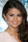 LOS ANGELES - JAN 5:  Selena Gomez arrives at 2011 People's Choice Awards at Nokia Theater at LA Liv