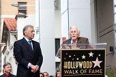 LOS ANGELES - el 1 de marzo: El Maestro Zubin Mehta & Kirk Douglas asistir a la Hollywood paseo de la fama Star C