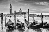 Постер, плакат: Gondolas In Front Of San Giorgio Maggiore B&w