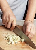 Slicing garlic cloves