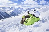 Постер, плакат: Young men with smartphone mountain winter resort