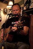"""Byram, nj €"""" feb 9: Sänger / Songwriter Jonathan Edwards führt bei Salz Gastropub feb"""