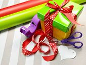 foto of dispenser  - Gift Wrapping with yellow - JPG