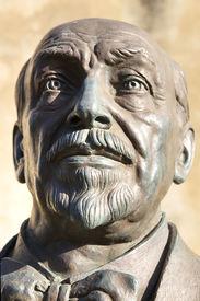 pic of luigi  - Bronze statue of Luigi Pirandello - JPG