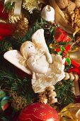 Ángel de la Navidad con el corazón.