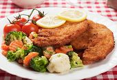 Viener schnitzel, breaded steak with broccoli, caulifolwer and carrot