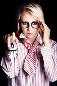 Geek computador inteligente feminino com Mouse