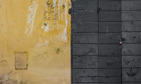 pic of scrape  - Scraped wall and a wooden door in a roman building - JPG
