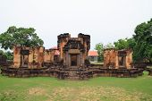 Wat sa kam phaeng yai castle