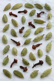 picture of cardamom  - beautiful cardamom and cloves on carrara marble countertop - JPG