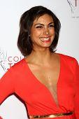 LOS ANGELES - 25 de Abr: Morena Baccarin llega a los premios de televisión Universidad de 2013 en el JW Marri
