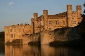 El sol haciendo en el castillo de Leeds