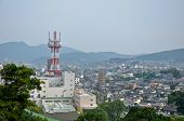 Topview de Isahaya ciudad con antena en Isahaya, Japón