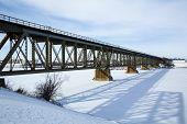 Ponte ferroviária no inverno