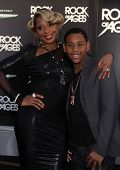 LOS ANGELES - JUN 08:  MARY J. BLIGE & STEP SON arrives to the