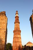 pic of qutub minar  - qutub minar with unconstructed gate and tomb - JPG