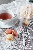 Valentine's Day: Romantic Tea Drinking With Macaroons