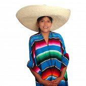 Mujer de poncho sombrero hispano mexicano Latino aislada en blanco