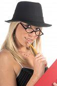 Постер, плакат: Красивая и сексуальная молодая блондинка гангстера бухгалтер девушка в завиток шляпу и корсет Топ с