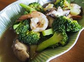 broccoli with prawn and gravy