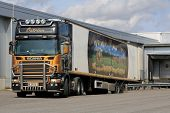 Scania R500 V8 Trailer Truck Transports Food