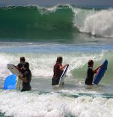 Niñas Surfeando en California