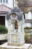 Russisch-Orthodoxe Kapelle mit Weihwasser