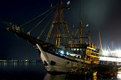 Strinnyj frigate in port at night