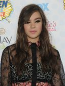 LOS ANGELES - AUG 10:  Hailee Steinfeld arrives to the Teen Choice Awards 2014  on August 10, 2014 in Los Angeles, CA.