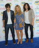 LOS ANGELES - AUG 10:  The Band Perry arrives to the Teen Choice Awards 2014  on August 10, 2014 in Los Angeles, CA.