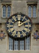 Clock on Wall ar Cambridge University