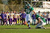 KORNEUBURG, Österreich - APRIL 18: Österreichische Fußball-Liga: Kicker Martin Wunderer (#82, Drachen) ein