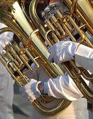 Dos jugadores de Tuba