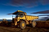 picture of dump-truck  - Huge auto - JPG