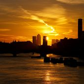 foto of london night  - Morning london sunrise canary wharf from waterloo bridge - JPG