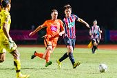 Sisaket Thailand-august 3: Brent Mcgrath Of Sisaket Fc. (orange) In Action During Thai Premier Leagu