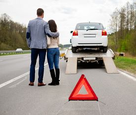 image of towing  - Couple near tow - JPG
