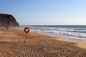 bela praia de Praia Grande no sul de portugal