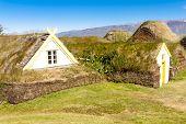 Typisch isländischer Bauernhof.