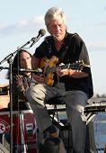 New York 1. Juli: Blues Sänger John Hammond im Wagner-Park am Juli 1, 2009 in New York Cit führt