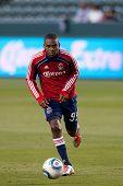 CARSON, CA. - 9 de abril: Chivas USA F Victor Estupinan #99 durante el partido de la MLS entre Columbus Crew