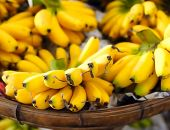 Shallow depth of field photography of ripe yellow bananas on local street market in Asia