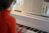 woman play on piano