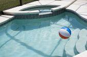 Bola na água com degraus e Spa