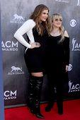LAS VEGAS - APR 6:  Hillary Scott, Stevie Nicks at the 2014 Academy of Country Music Awards - Arriva