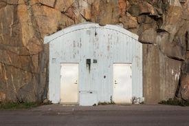image of raid  - Entrance to an air - JPG