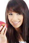 Постер, плакат: Красивая молодая женщина едят красное яблоко Изолированные над белой